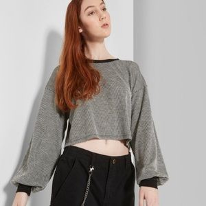 Oversized Arms Crop Top
